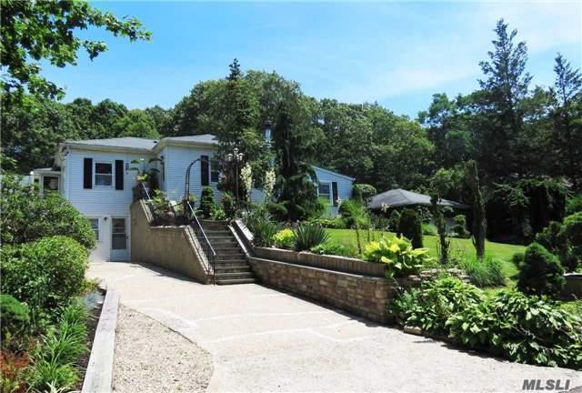 323 Old Indian Head Rd, Kings Park, NY 11754