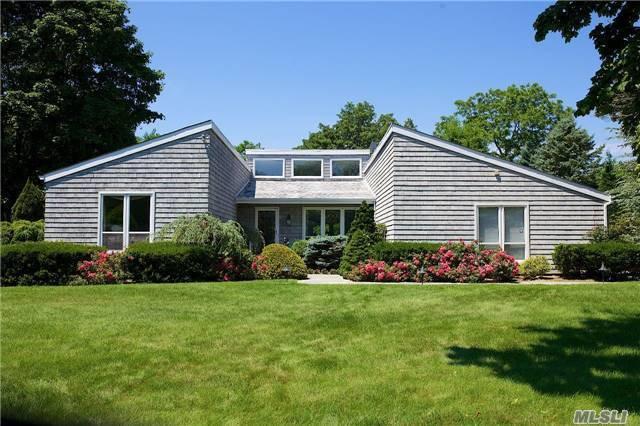 61 Lamb Ave, Quogue, NY 11959