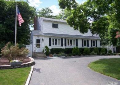 20 Sims St, Patchogue, NY 11772
