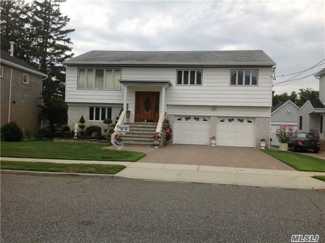 2484 Foxdale Ave, Oceanside, NY 11572