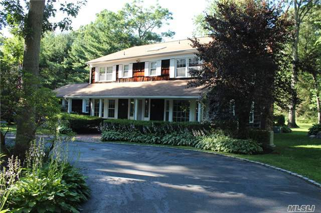 8 Rolling Dr, Brookville, NY 11545