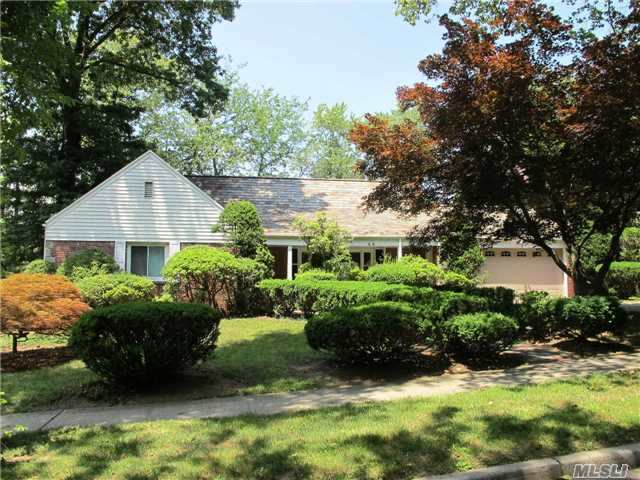 46 N Somerset Dr, Great Neck, NY 11020