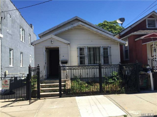 855 E 218 St, Out Of Area Town, NY 10467