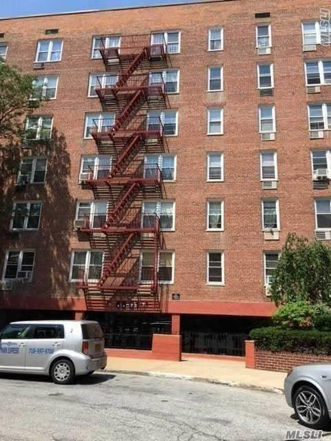 66-01 Burns St #6l, Forest Hills, NY 11375