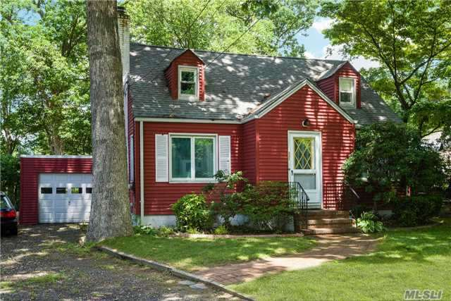 331 Coolidge Dr, Centerport, NY 11721