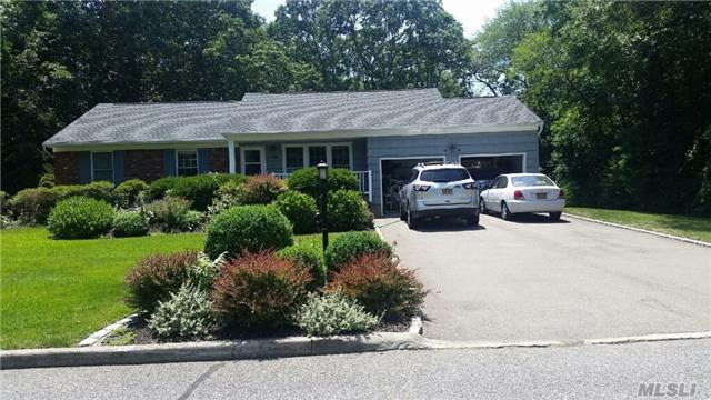 101 Fox Run Ln, Riverhead, NY 11901