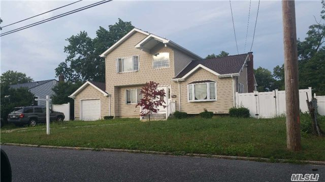 181 Front Ave, Brentwood, NY 11717