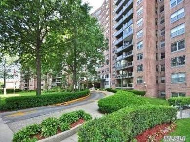 61-20 Grand Central Pky #B903, Forest Hills, NY 11375