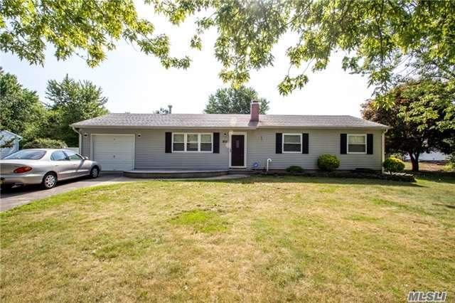 915 Sipp Ave, E Patchogue, NY 11772