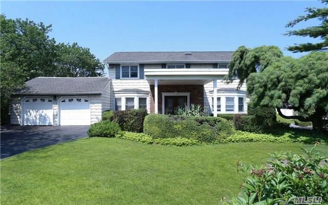 7 Surfside Cv, West Islip, NY 11795