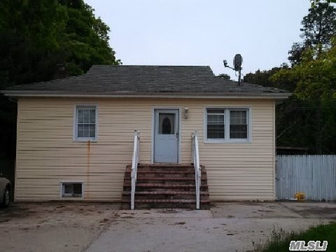 134 American Blvd, Brentwood, NY 11717