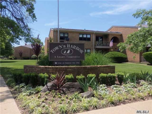 210 West End Ave #8a, Freeport, NY 11520