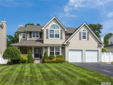 9 Rolling Hill Dr, Patchogue, NY 11772
