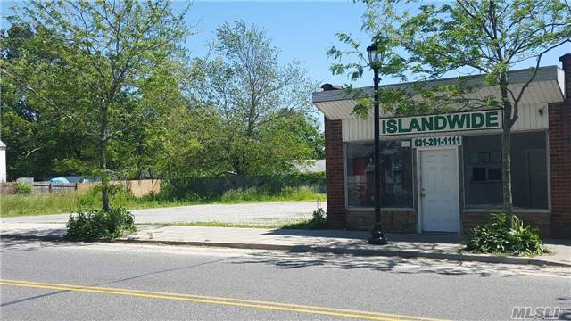 298 Neighborhood Rd, Mastic Beach, NY 11951
