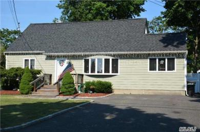 225 Eastwood Ave, Deer Park, NY 11729