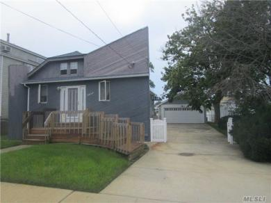 2656 Riverside Dr, Wantagh, NY 11793