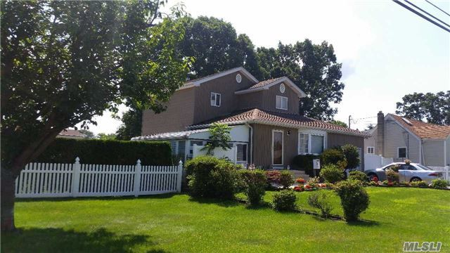173 Eastwood Ave, Deer Park, NY 11729