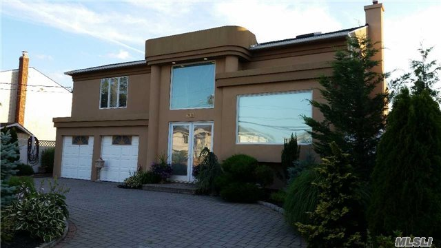 3038 Clubhouse Rd, Merrick, NY 11566