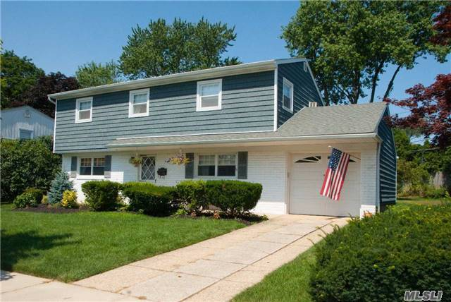 57 Crescent Dr, Old Bethpage, NY 11804