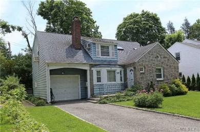 15 Cornell Dr, Great Neck, NY 11020