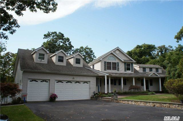 8 Belle Harbor Ct, Center Moriches, NY 11934