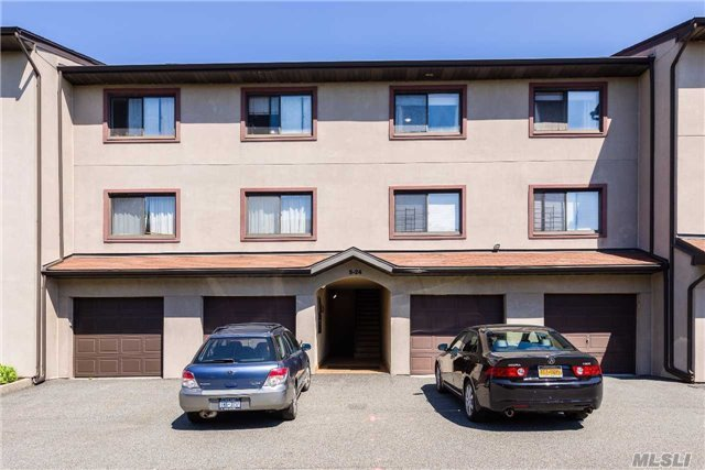 5-24 115th St #F, College Point, NY 11356