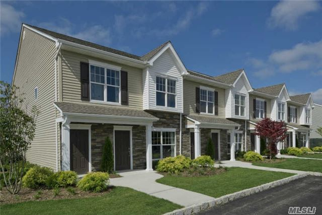46 Weatherby Ln #46, Central Islip, NY 11722