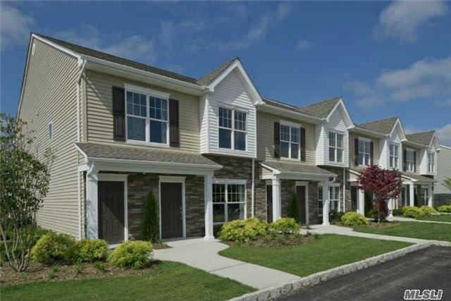 53 Weatherby Ln #53, Central Islip, NY 11722