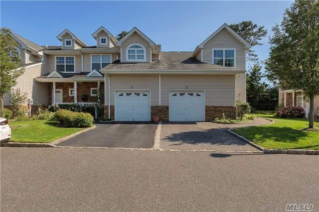 22 Terrace Ln, Patchogue, NY 11772