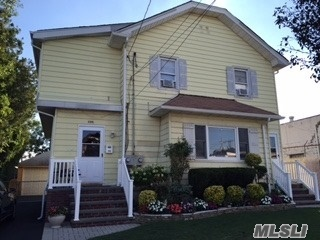 299 Lincoln Pl, Lawrence, NY 11559