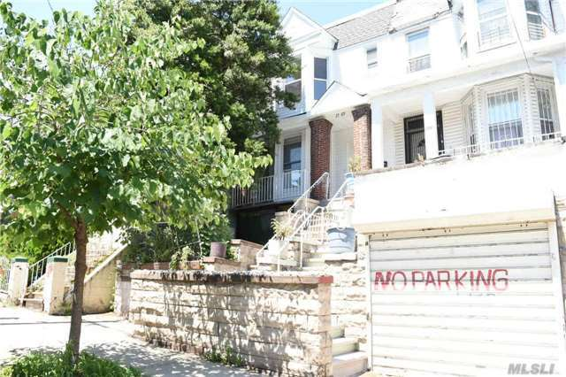 2789 Marion Ave, Out Of Area Town, NY 10458