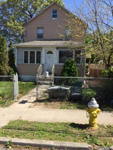100 E 2nd St, Huntington Sta, NY 11746
