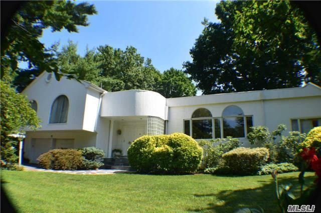 1 Harbour Rd, Kings Point, NY 11024