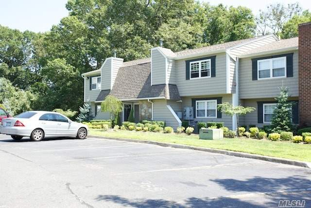 389 Lake Pointe Dr #389, Middle Island, NY 11953
