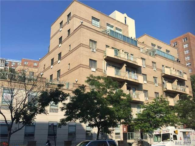 42-31 Colden St #R7a, Flushing, NY 11355