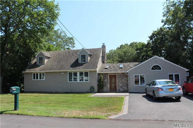 16 Happy Acres Dr, Shirley, NY 11967