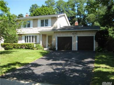 49 Plane Tree Ln, St James, NY 11780