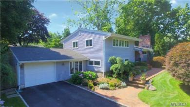 42 Old Town Ln, Halesite, NY 11743