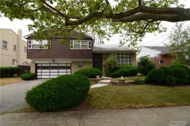 557 Amherst Dr, Woodmere, NY 11598