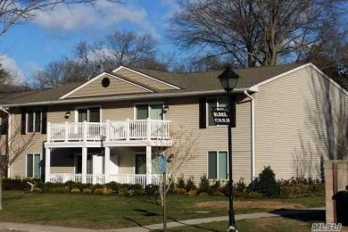 3 Country Club Dr #3g, Coram, NY 11727