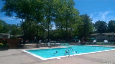 6 Country Club Dr #6d, Coram, NY 11727