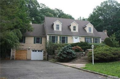 2 Hillock Ct, Huntington, NY 11743