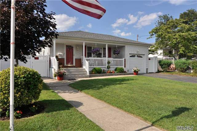 3877 Wilburne Ave, Seaford, NY 11783