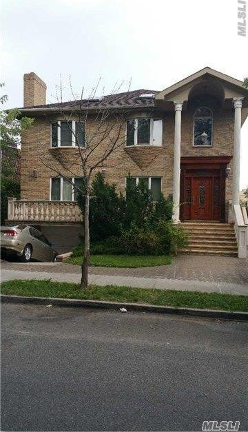 40-11 157th St, Flushing, NY 11354