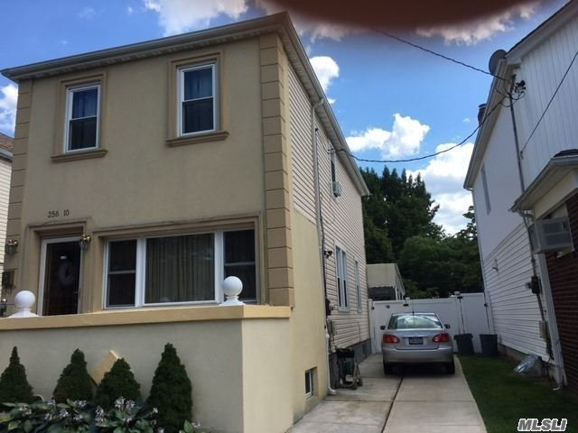 256-10 86th Ave, Floral Park, NY 11001