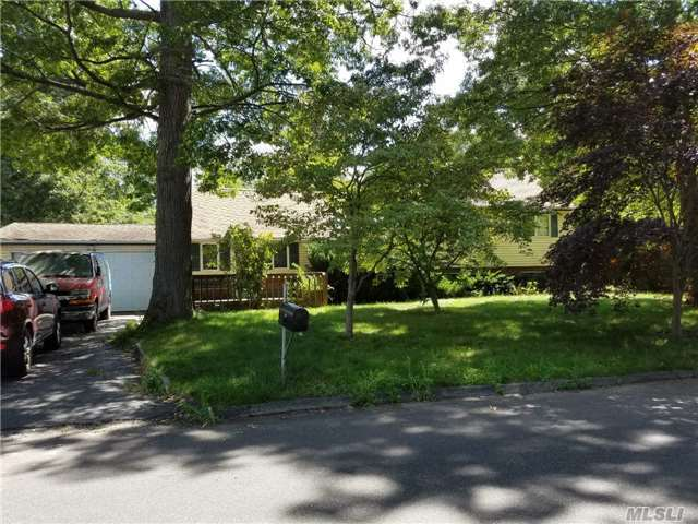 61 Lillian Rd, Nesconset, NY 11767