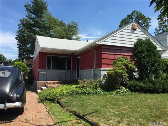 252-36 Leith Rd, Little Neck, NY 11362