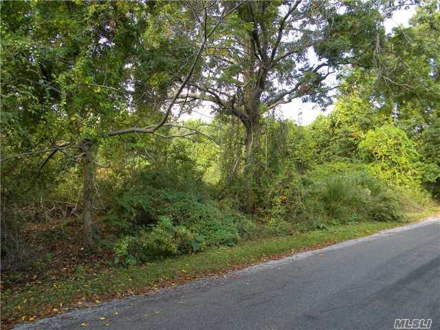 1525 Greenway East, Orient, NY 11957