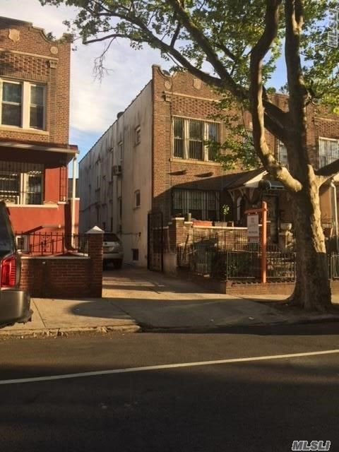 79-04 32nd Ave, Jackson Heights, NY 11372