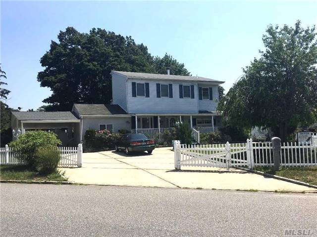 119 Westwood Dr, Brentwood, NY 11717